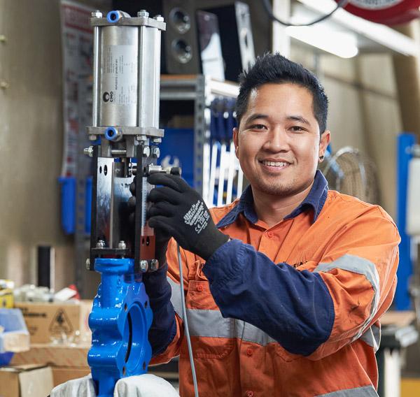 Installing a pneumatic actuator on a control valve
